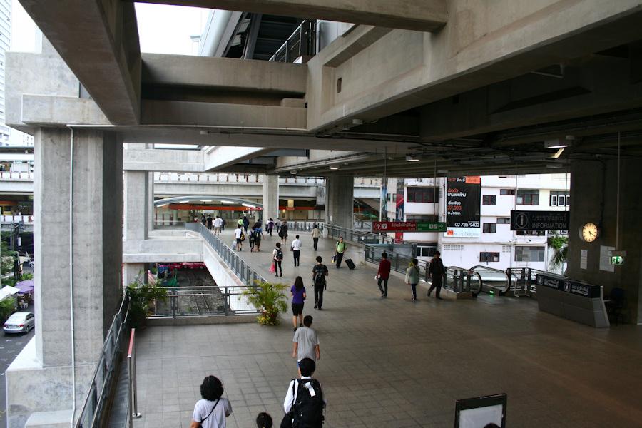 Đây là hướng nhìn từ trạm tàu sân bay Phaya Thai tới trạm tàu điện BTS Phaya Thai