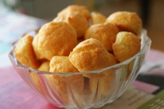 Bánh phô mai Camembert và Gougères